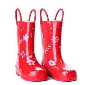 Un par de botas de goma rojas brillantes